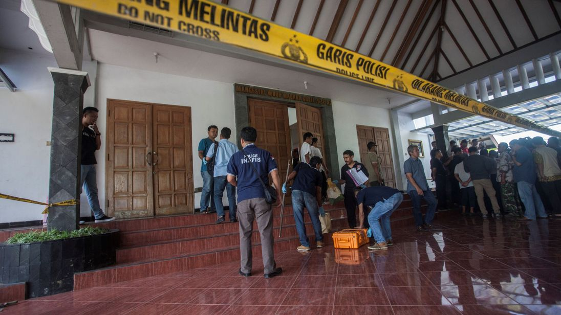 В Индонезии студент напал на прихожан церкви с мечом / racurs.ua