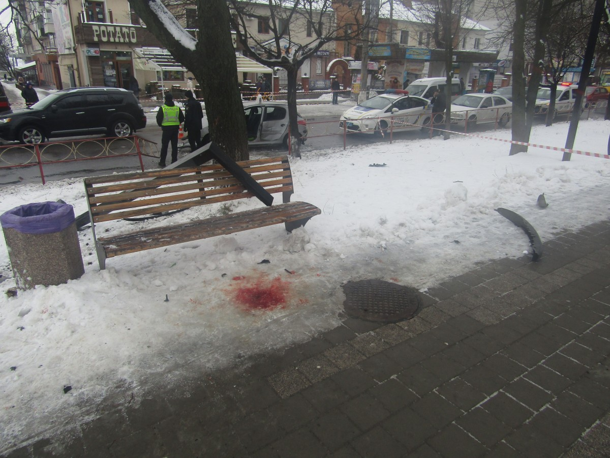 Дівчина керувала чужим автомобілем, не мала посвідчення водія / Фото kv.npu.gov.ua