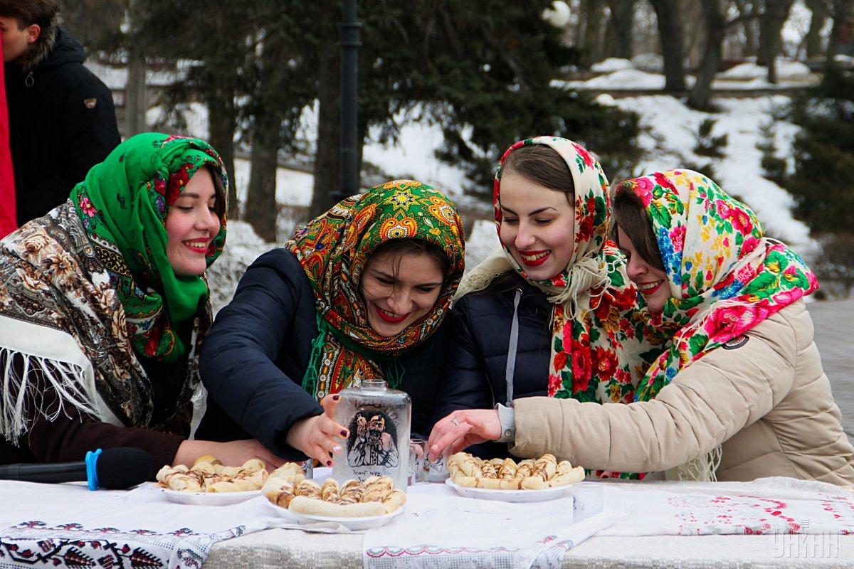 По приданию, Масленица  - веселые проводы зимы / фото УНИАН