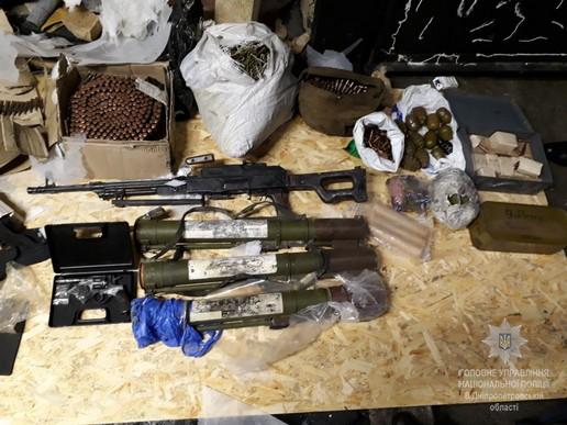Наразі зброю та боєприпаси направили на експертизу / фото dp.npu.gov.ua