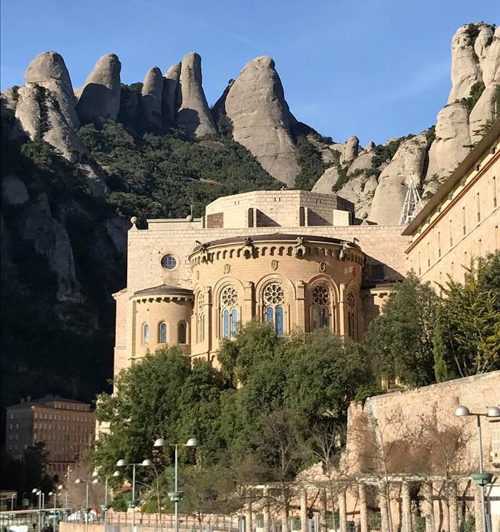 Скелясті околиці Барселони / фото УНІАН