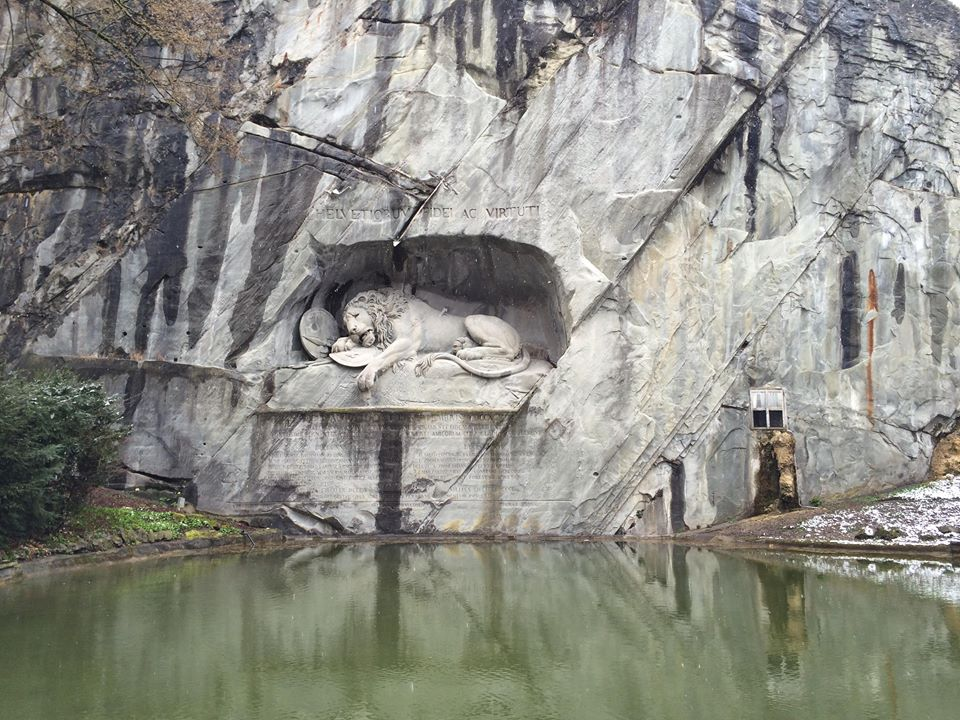 Трагічна скульптурна композиція