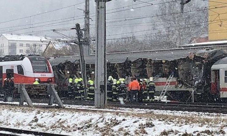 В Австрии столкнулись два пассажирских поезда / фото @Emergenza24