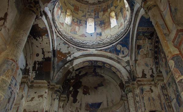 На одной из стен храма сохранилась надпись с именем Тиграна Оненца – заказчика церкви / armeniasputnik.am