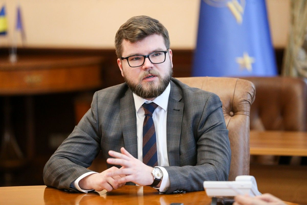 Кравцов подчеркнул, что УЗ не будет заложником схем при покупке топлива / фото УНИАН
