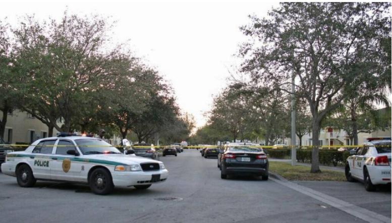 В Майямиполиция застрелила 84-летнего мужчину, который угрожал самоубийством / фото Sebastian Ballestas Miami Herald