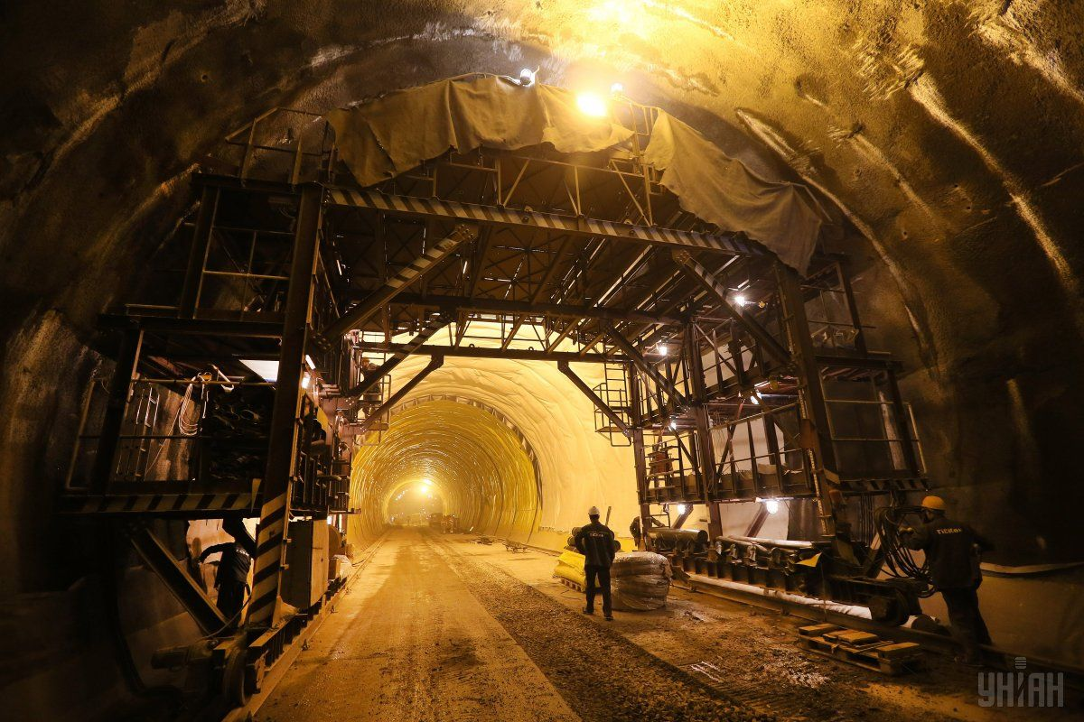 24 мая сдан в єксплуатацию Бескидский тоннель / фото УНИАН
