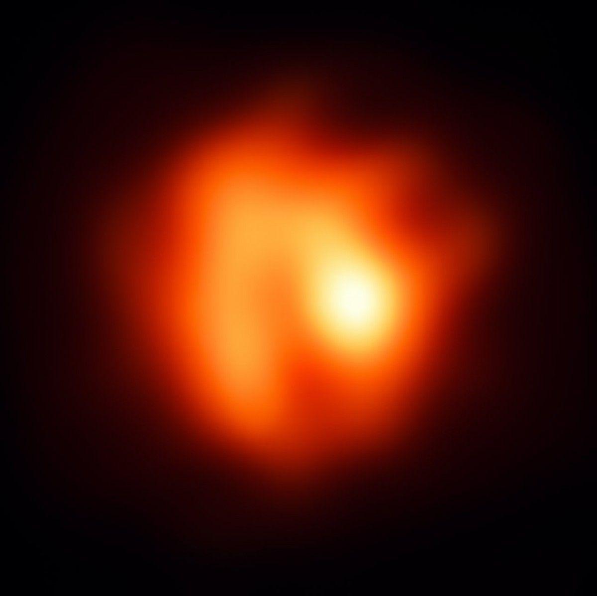 Количество потерянной звездой массы имеет огромное значение для эволюции звезды / фото eso.org