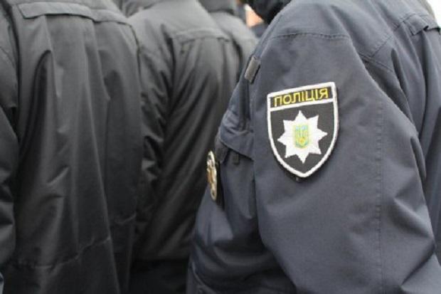 Полицейские хотели вручить мужчине уведомление о вызове к следователю / фото facebook.com/lutskpolice