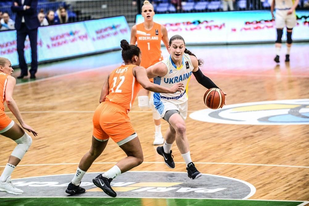 Алина Ягупова в атаке с матче с Голландией / fbu.ua