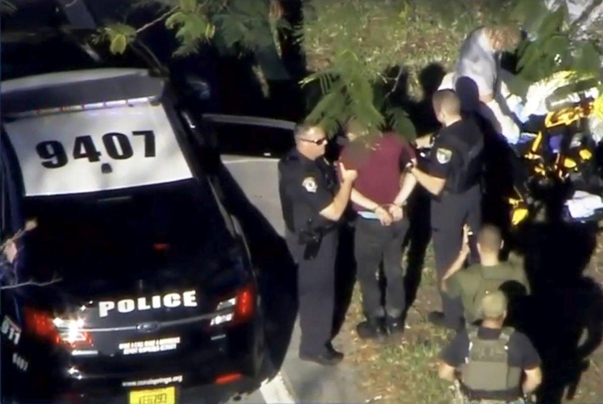 Поліція затримала людину, яка відкрила стрілянину в школі у Флориді