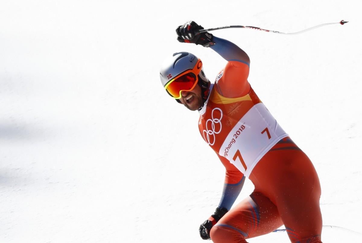 Норвежец Свиндаль стал лучшим в скоростном спуске  Reuters