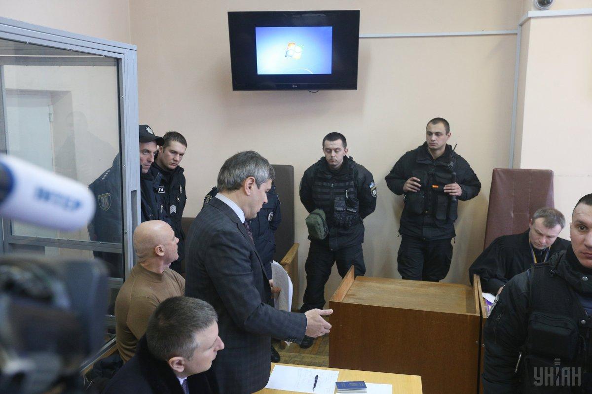 Адвокат Труханова: під Солом'янський суд організовано звозять молодиків