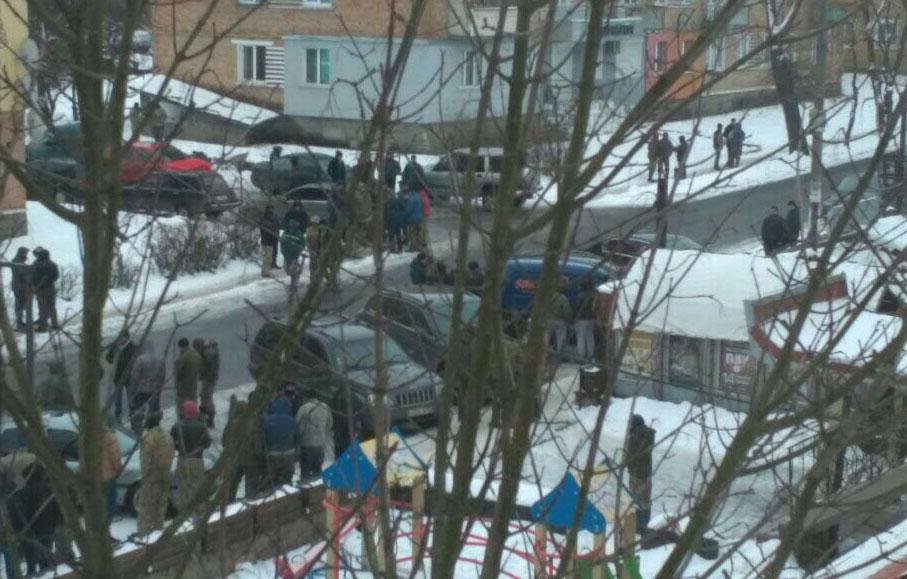 В Ривненской копатели янтаря с палками набросились на полицейских / фото rv.npu.gov.ua