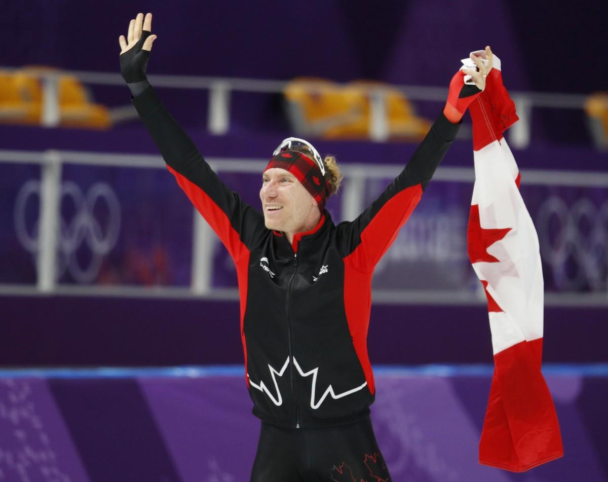 Конькобежец Блумен солимпийским рекордом победил надистанции 10000 метров