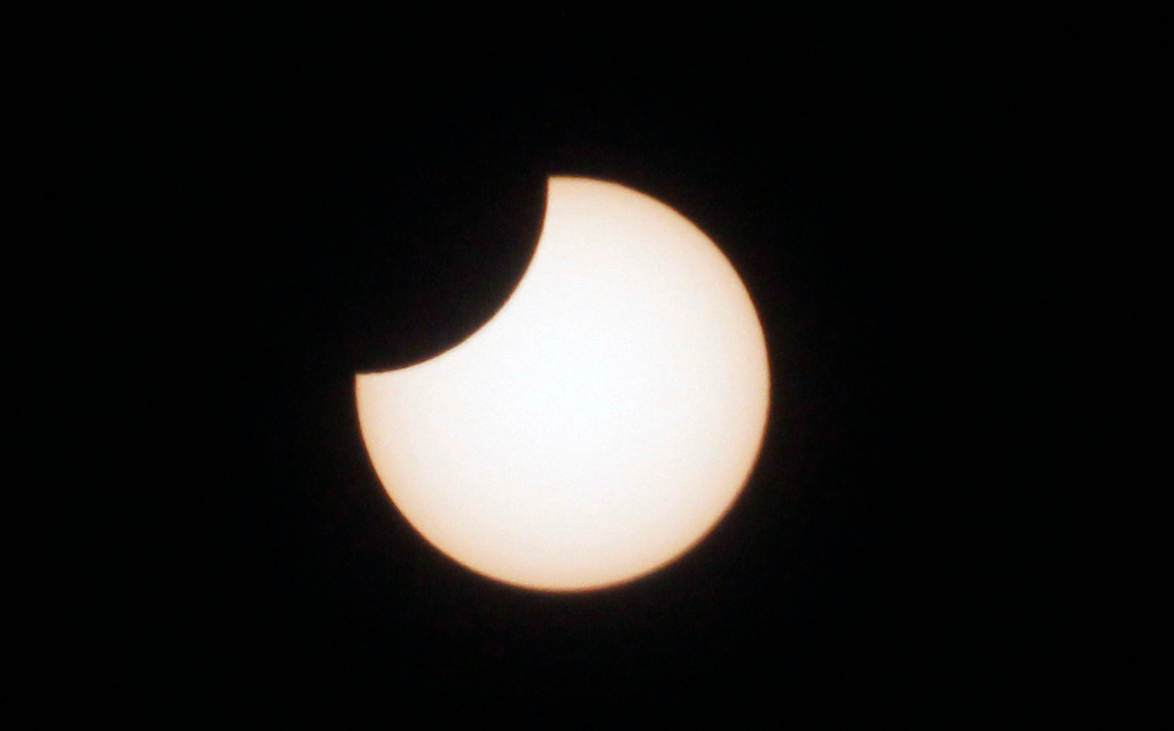 Жителі Землі спостерігали сонячне затемнення / фото twitter.com/elcancillercom