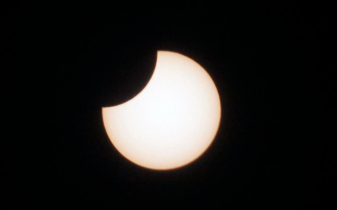 Продолжительность теневого затмения составит 1 час 43 минуты / twitter.com/elcancillercom
