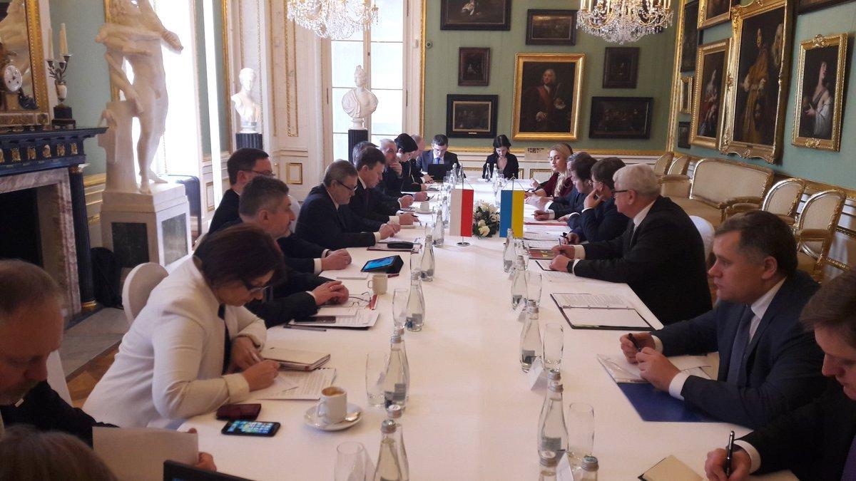 В Варшаве проходят двусторонние переговоры по историческим вопросам на уровне вице-премьеров Украины и Польши / фото twitter.com/VasylBodnar