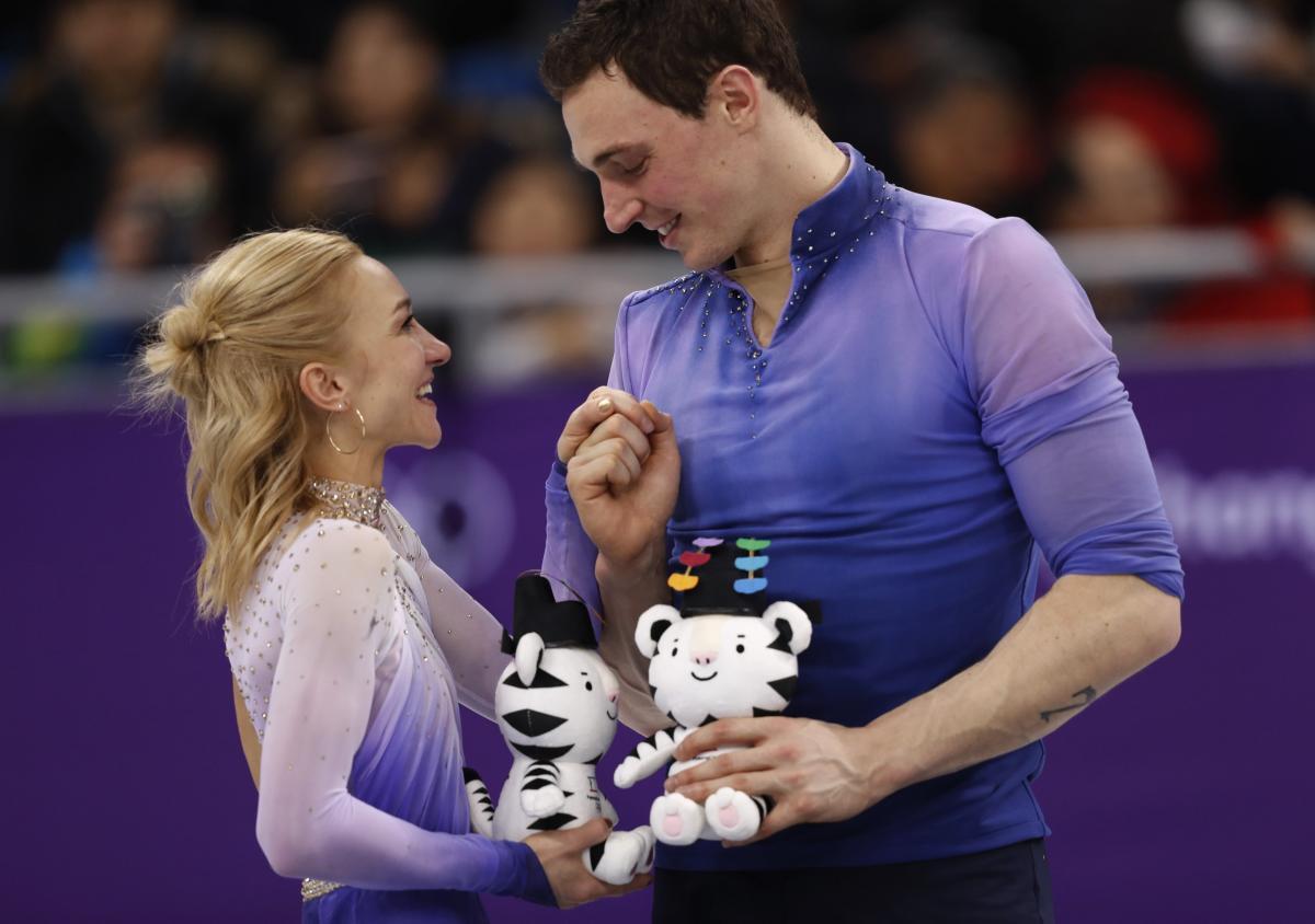 Экс-украинка Алена Савченко со своим партнером Бруно Массо выиграла золото для Германии в парном фигурном катании / REUTERS/Damir Sagolj