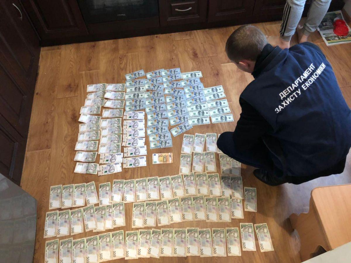 Во время обысков обнаружены денежные средства / фото прокуратура Житомирской области