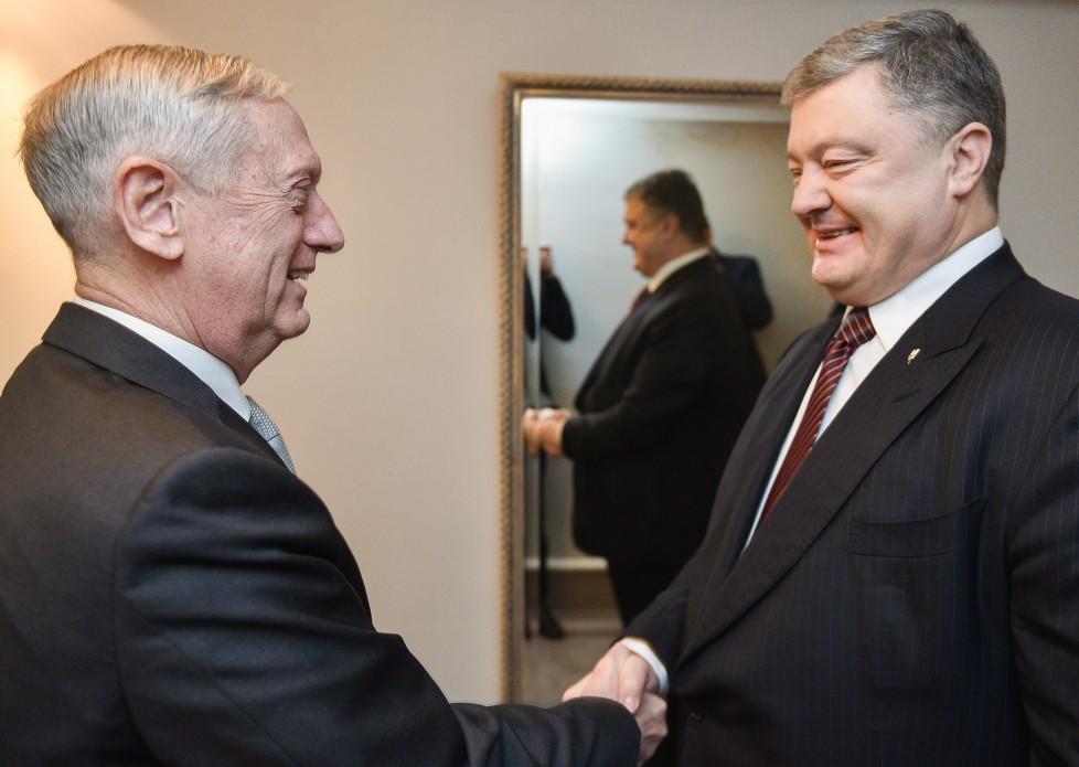 Порошенко и Маттис обсудили необходимость развертывания миротворческой миссии ООН на Донбассе / фото president.gov.ua