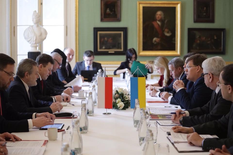 Переговорный процесс между польскими и украинскими чиновниками возобновился в Варшаве, где встретились вице-премьеры Пьотр Глинский и Павел Розенко / фото facebook.com/pavlo.rozenko