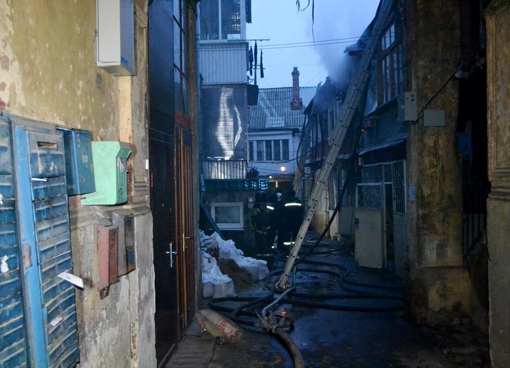 Сверепый пожар вжилом доме напереулке Плетневском: cотрудники экстренных служб эвакуировали 22 человека