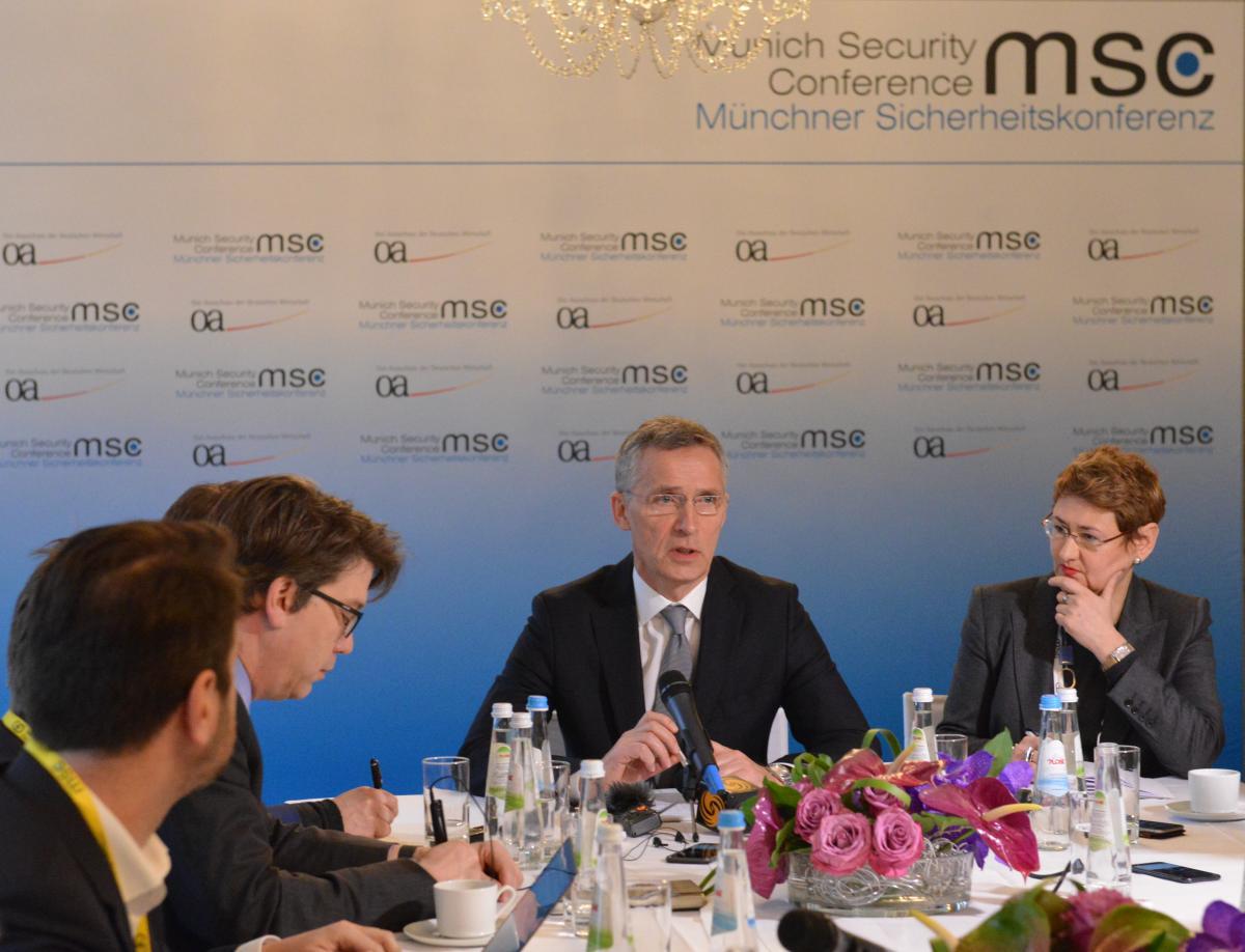 Столтенберг в Мюнхене поговорил с Лавровым / фото УНИАН
