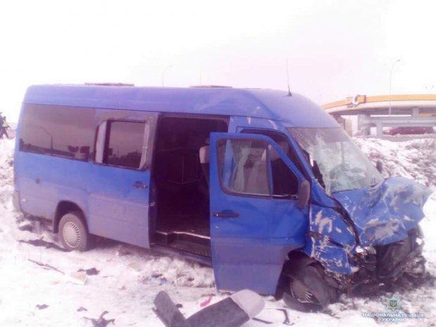 Под Киевом микроавтобус со школьниками попал в ДТП / фото Нацполиция Украины