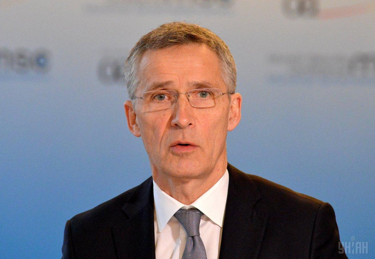 Столтенберг считает, что необходимо продолжить работу в вопросе введения на Донбасс миротворческой миссии ООН / фото УНИАН