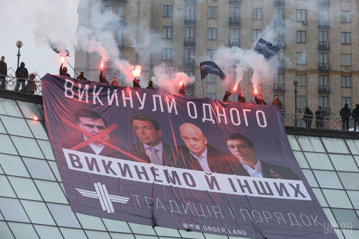 Огромный плакат на Майдане Независимости / фото УНИАН