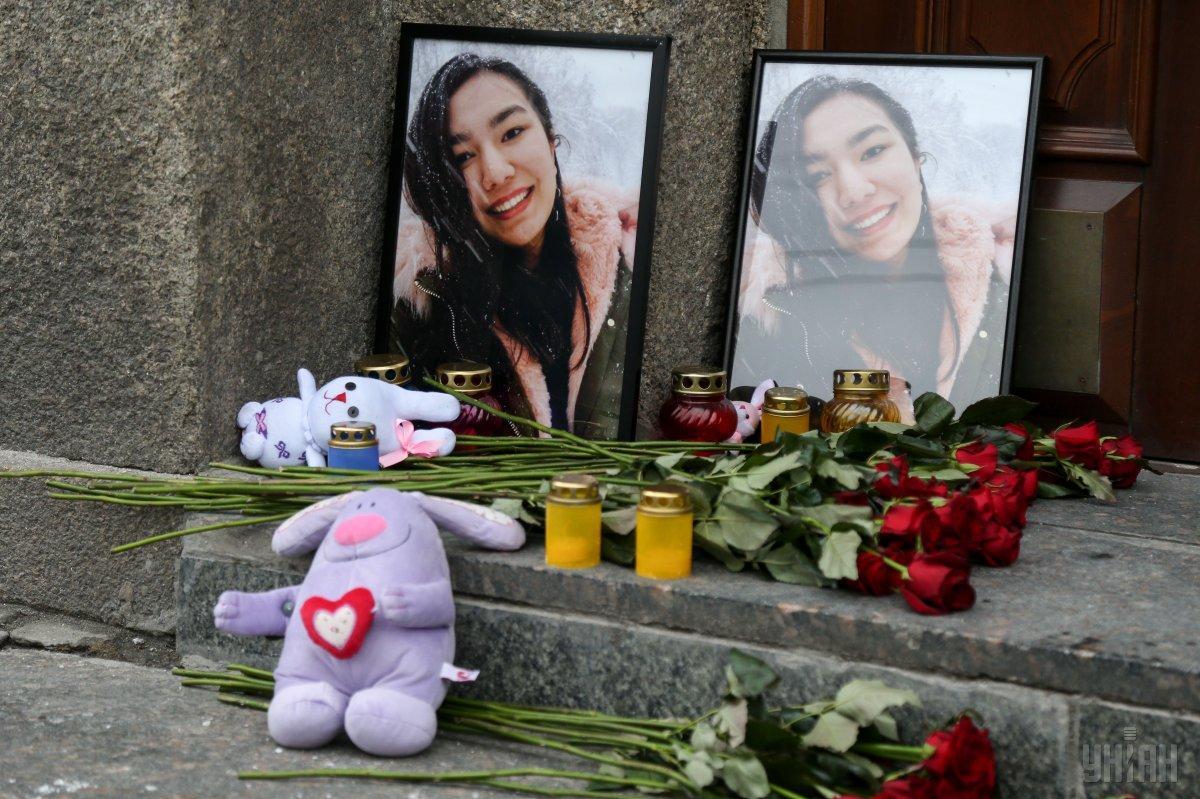 Возле университета Богомольца устроили акцию через самоубийство студентки из Туркменистана / фото УНИАН