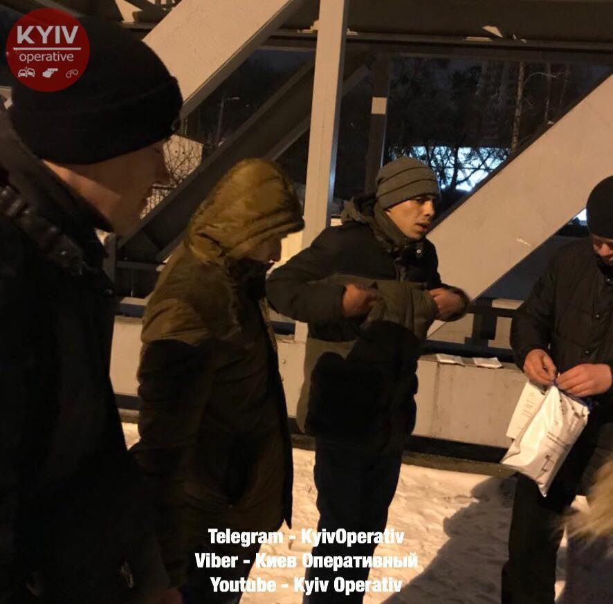 Нападение на поляка произошел ночью на железнодорожном вокзале / фото https://www.facebook.com/KyivOperativ/