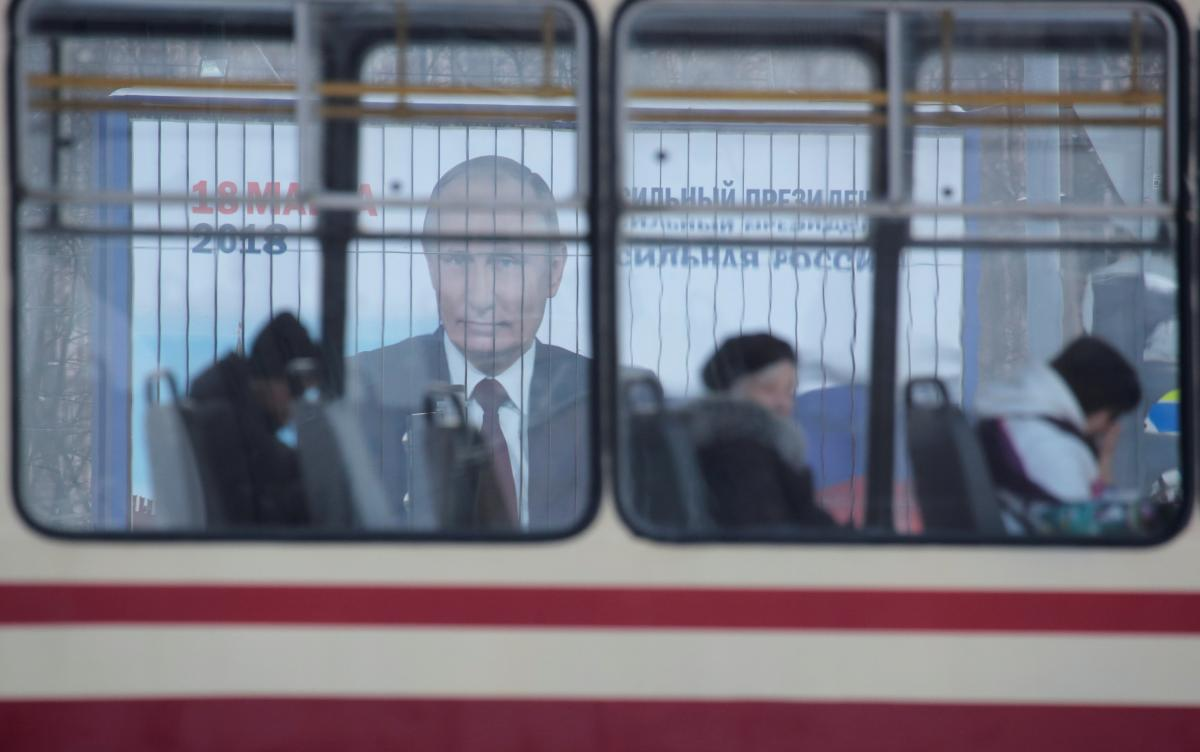 Агитационный плакат Путина, иллюстрация / REUTERS
