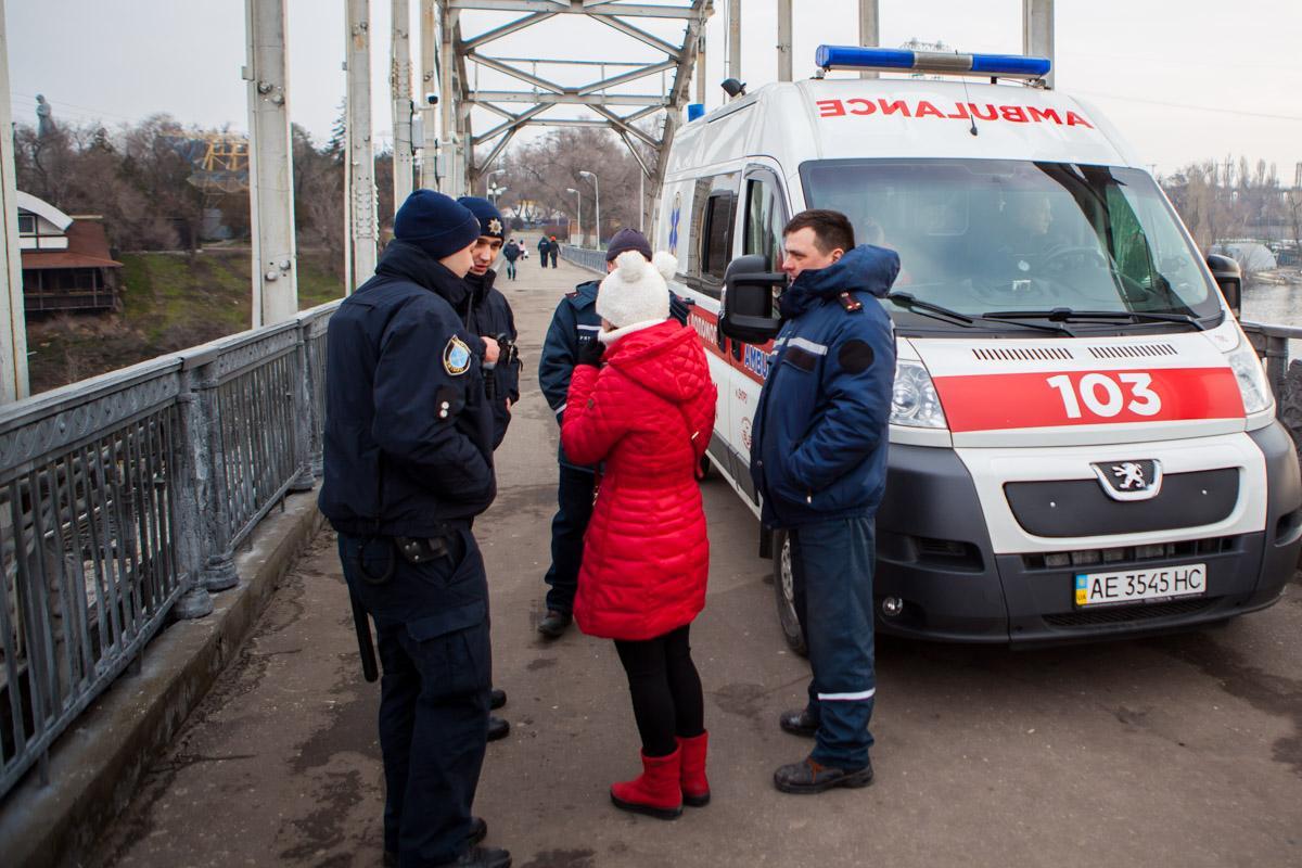 Девушка сказала, что просто любовалась пейзажем, но ей не поверили и не отпустили / Фото dp.informator.ua