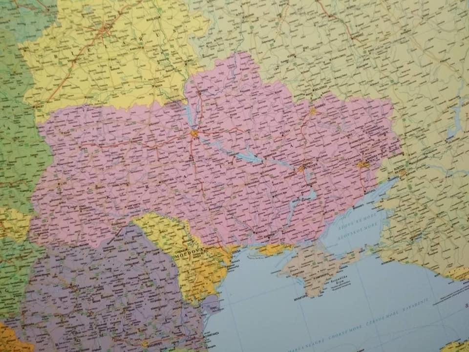 «Неукраїнський» Крим: уБудапешті вилучили зпродажу некоректні карти