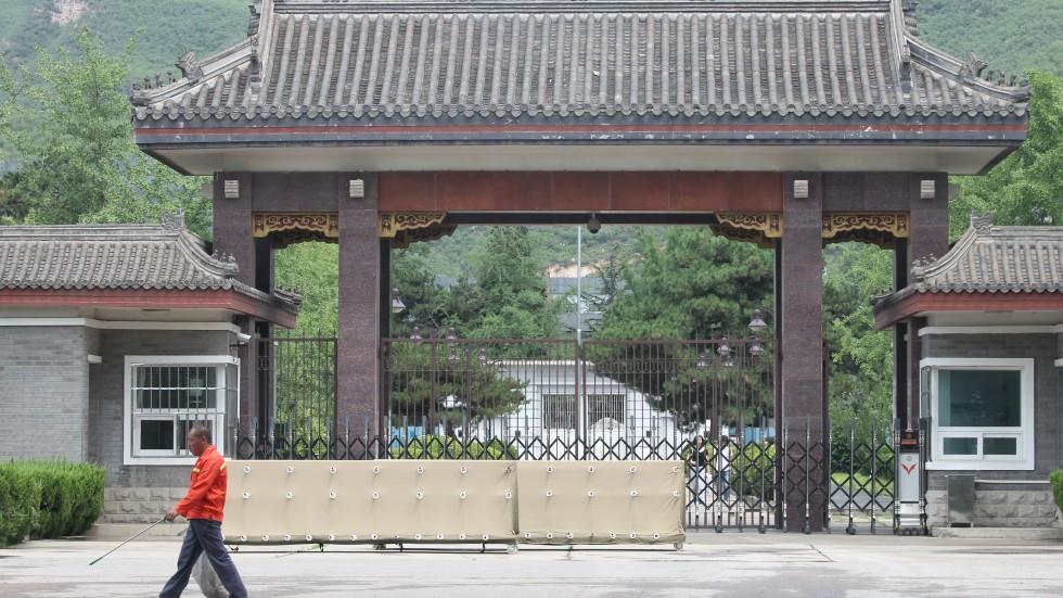 Так багато китайських чиновників закінчили кар'єру у в'язниці, що там не залишилося місця / Фото scmp.com