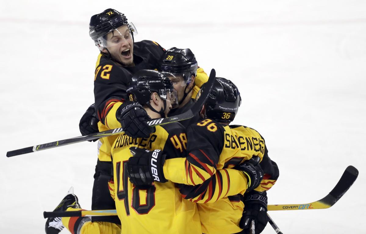 Хоккеисты сборной Германии завоевали последнюю путевку в четвертьфинал олимпийского турнира / Reuters