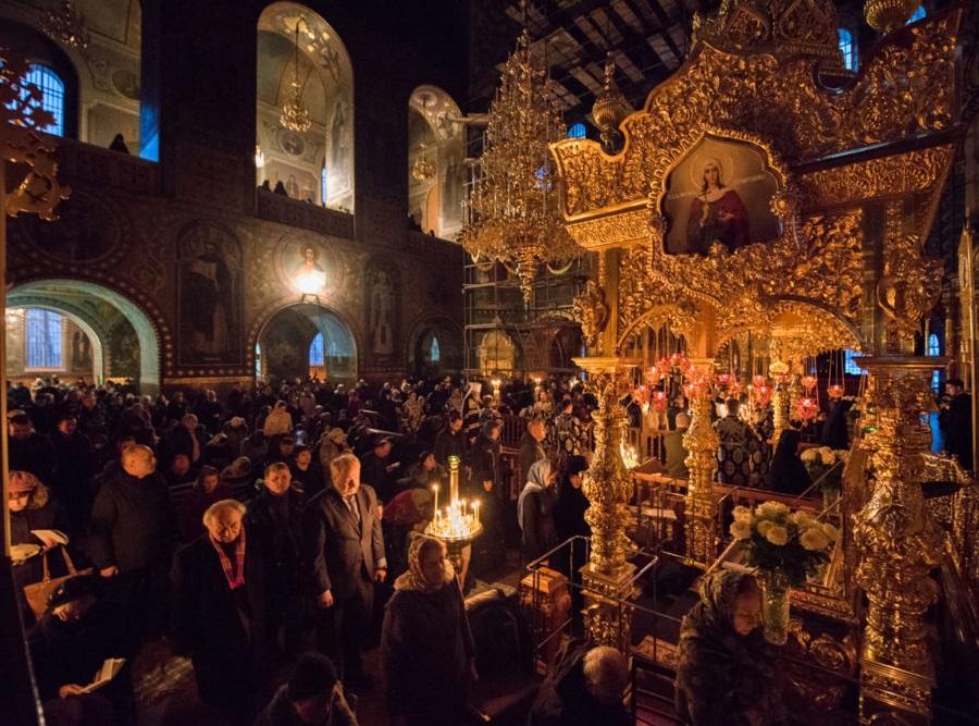 Велике повечір'я відбулося у Свято-Миколаєвському соборі Покровського монастиря / news.church.ua