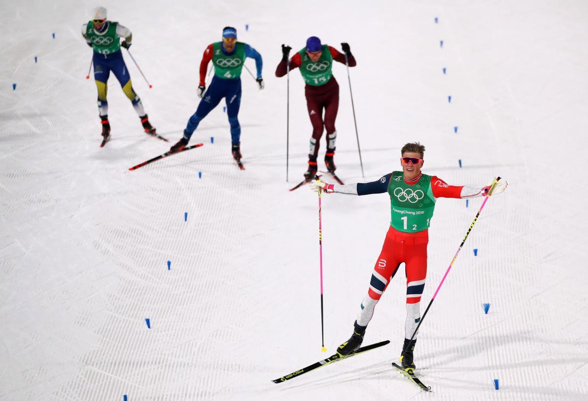 Норвежцы выиграли мужскую спринтерскую эстафету Олимпиады / Reuters