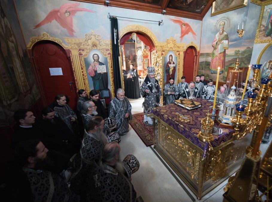 Митрополит Онуфрій очолив Літургію Передосвячених Дарів у Києво-Печерській Лаврі / news.church.ua