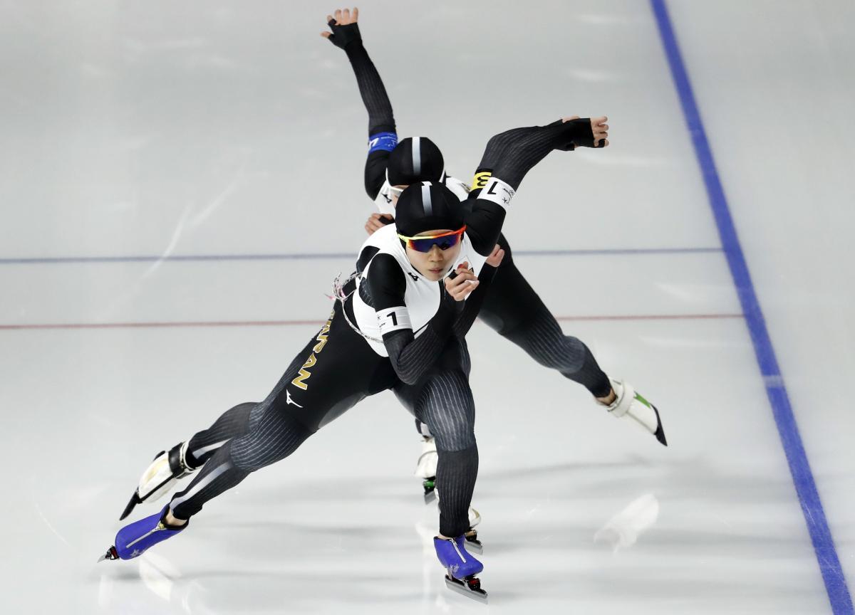 Японки сенсационно выиграли командный турнир в конькобежном спорте / Reuters