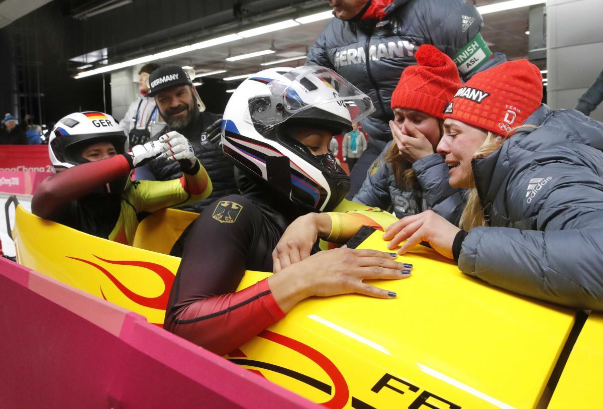 Мариама Яманка и Лиза Буквиц (Германия) выиграли золото Олимпийских игр / REUTERS