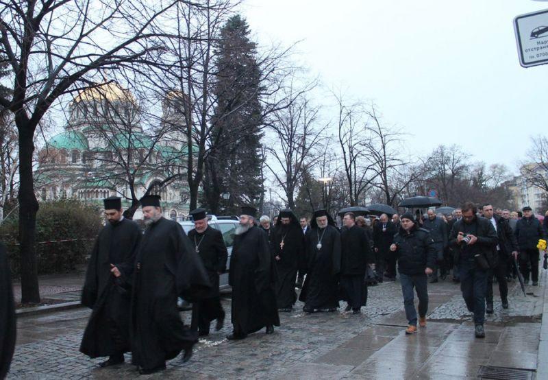 После панихиды было организовано литейное шествие к памятнику Левски / bg-patriarshia.bg