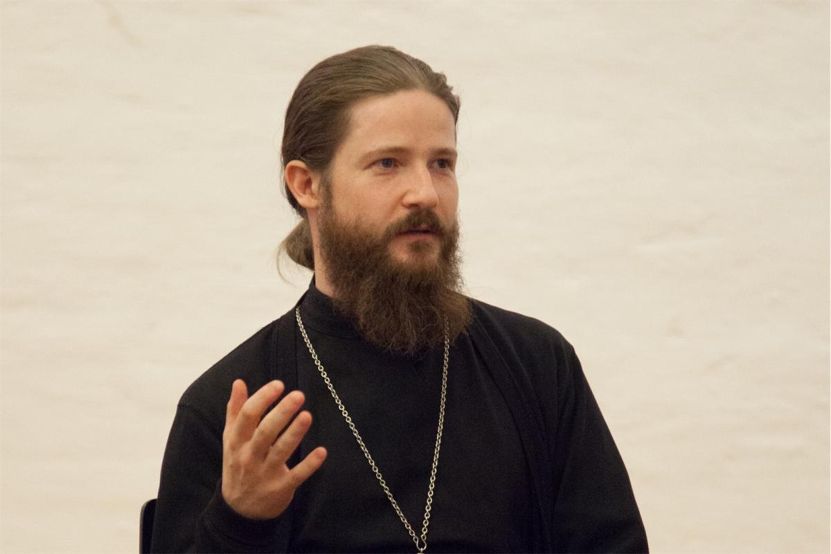Ведущий вебинара священник Евгений Мороз / pravobraz.ru