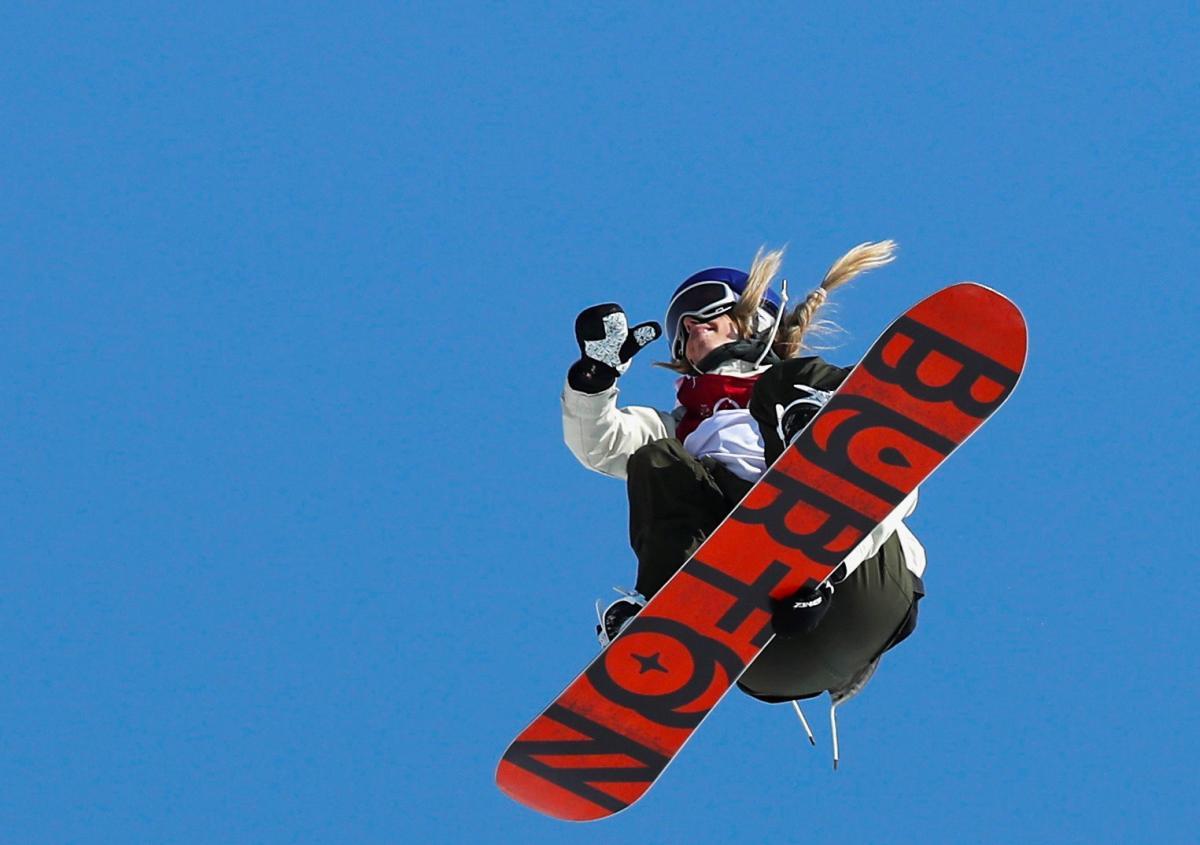 Анна Гассер принесла Австрии холото в сноуборде / Reuters