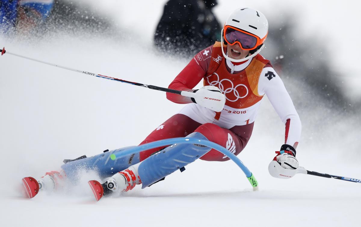 Мішель Гизин виграла золото в гірськолижній суперкомбінації / Reuters
