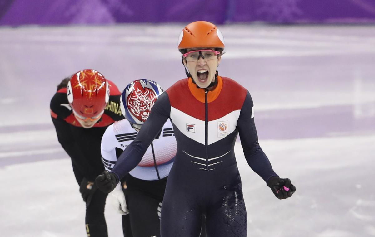 Ву Дацин выиграл золото Олимпиады в шорт-треке на 500 метров / Reuters