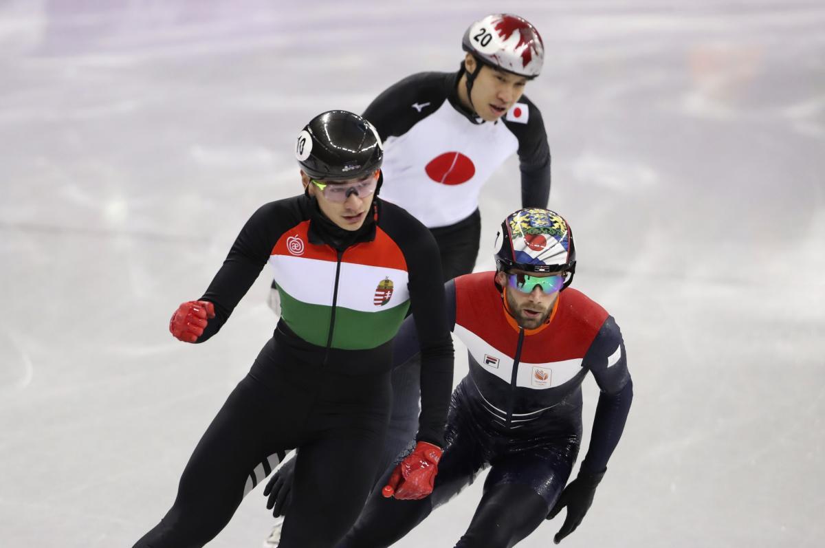 Сборная Венгрии выиграла заключительную гонку в шорт-треке Игр-2018 / Reuters