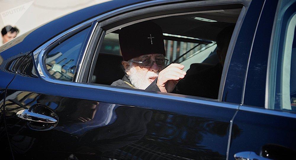 Патриарх идет на поправку.  Читать далее: https://sputnik-georgia.ru/georgia/20180222/239416627/patriarx-gruzii-proxodit-kurs-lecheniya.html